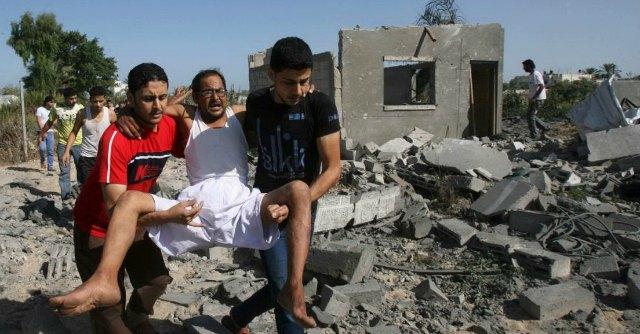 """Gaza, nuovo giorno di stragi. Ira dell'Onu """"Uccisi bimbi che dormivano, vergogna"""""""