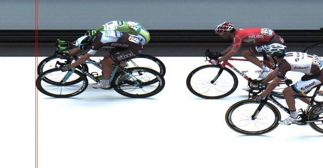 Tour de France 2014, sprint di Matteo Trentin e vittoria al fotofinish su Sagan