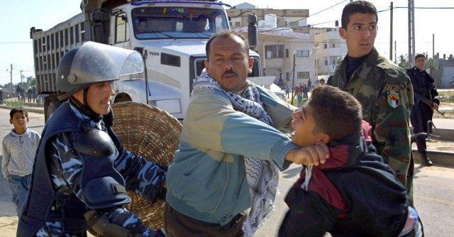 Medio Oriente, raid aerei su Gaza: 9 morti. Palestinese ucciso: tre sospetti confessano