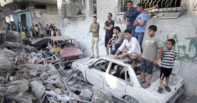 """Gaza, c'è solo il rumore della guerra. """"Non ci rimane che pregare"""""""