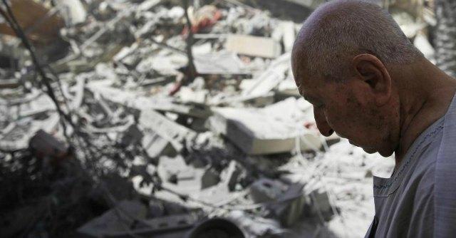 """Gaza, oltre 330 palestinesi uccisi. Hamas: """"Nostri uomini sono entrati in Israele"""""""