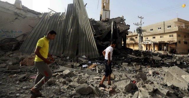 """Gaza, oltre 160 morti in raid. Israele ordina sgombero: """"Ci saranno combattimenti"""""""