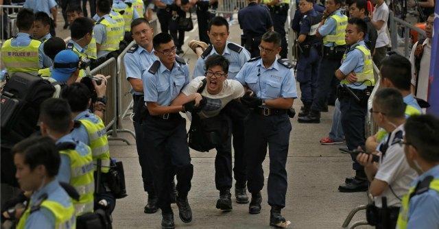 Hong Kong, in 500mila in piazza per il suffragio universale. Arrestati 511 studenti