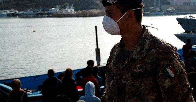 Migranti, peschereccio si ribalta a largo di Lampedusa: 6 morti