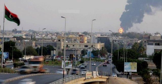 Libia, è il caos: si combatte nonostante il cessate-il-fuoco. Migliaia in fuga da Tripoli