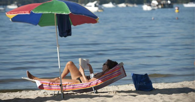 Librerie da spiaggia, ora anche un'app per trovare il lido dove si può leggere gratis