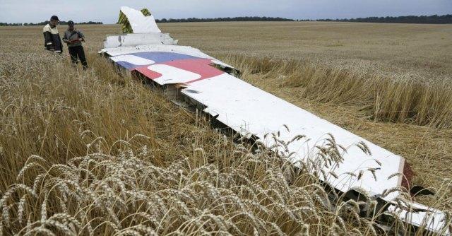 """Aereo caduto, Usa: """"Abbattuto da filorussi"""". Kiev: """"Colpiti due caccia ucraini nell'est"""""""