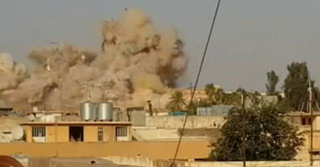 """Iraq, Isis distrugge la moschea del profeta Giona. Ultimatum ai curdi: """"Via da Mosul"""""""