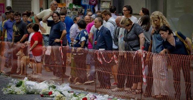 Napoli, vietato l'ingresso alla Galleria Umbero I dopo la morte del 14enne