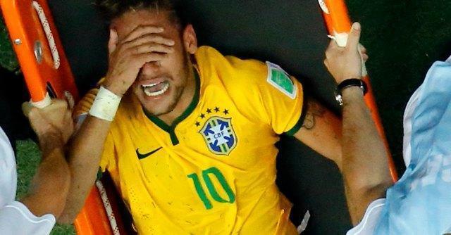 Neymar, addio Mondiale. Terza vertebra rotta, fermo 4-6 settimane