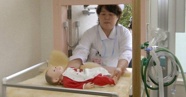 """Giappone, 40mila bambini definiti """"orfani"""". Ma l'80% in realtà è abbandonato"""