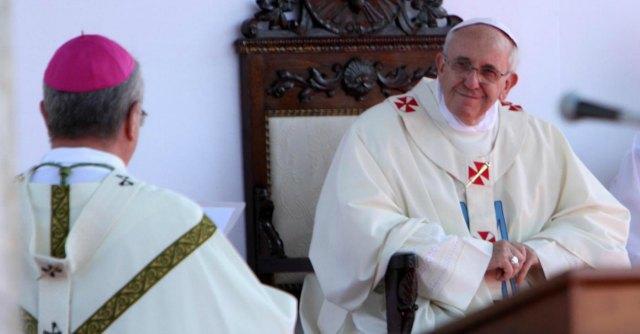 """Papa Francesco a Caserta, il vescovo: """"Speranza per la Terra dei fuochi"""""""