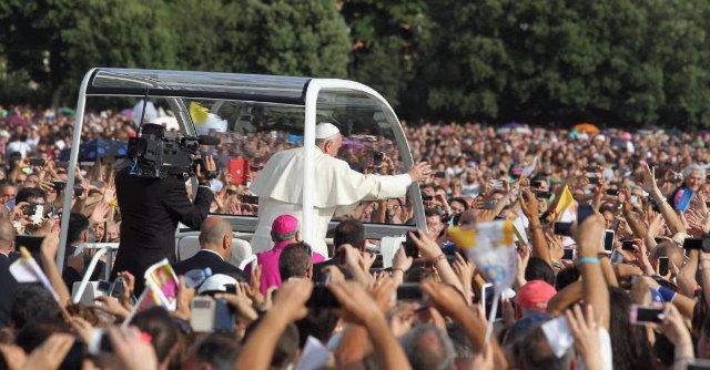 """Terra dei fuochi, Papa Francesco: """"No a ogni forma di corruzione e illegalità"""""""