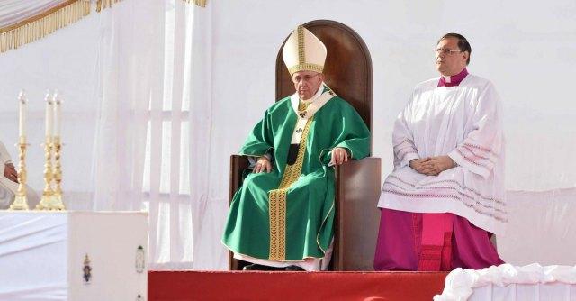 Papa Francesco a Caserta, bestemmie in diretta su emittente dei vescovi Tv 2000