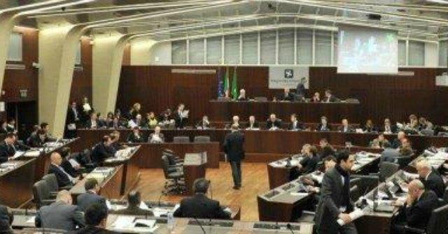 Regione Lombardia, spese pazze. Prima condanna della Corte di Conti