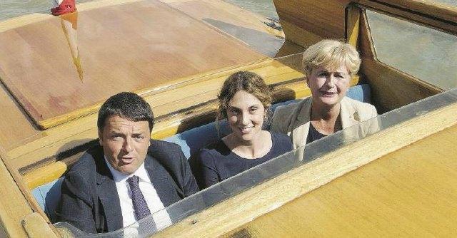 Matteo Renzi in barca con Marianna Madia
