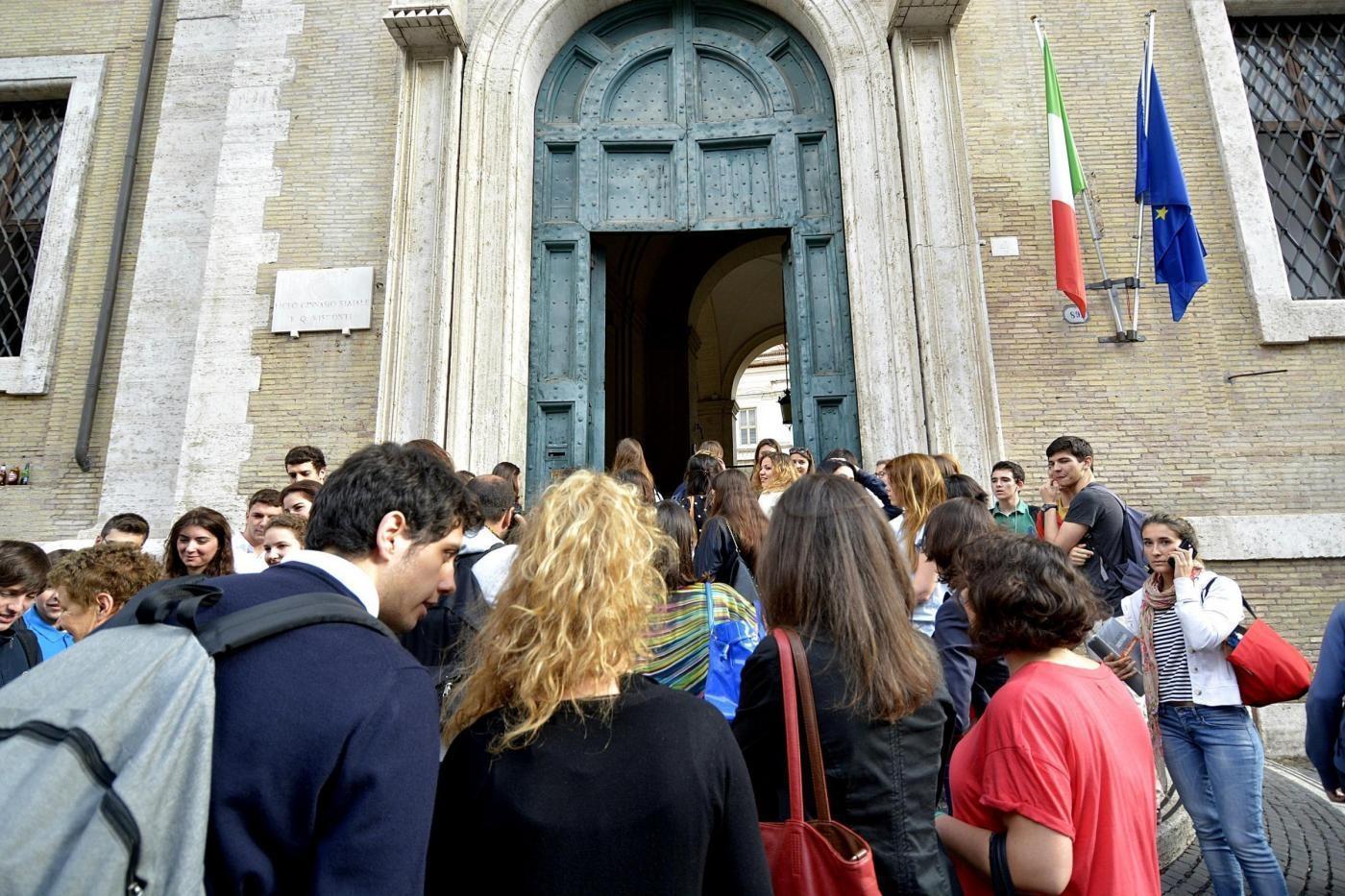 Scuola, riforma Giannini: trentasei ore, stesso stipendio