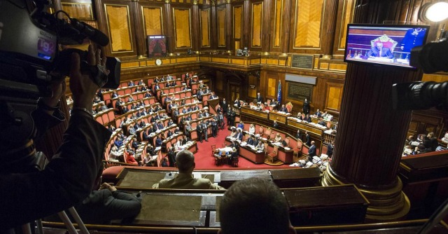 """Riforme, caos in Aula su Senato elettivo. Scontro Pd-Sel, Vendola: """"No ai ricatti"""""""