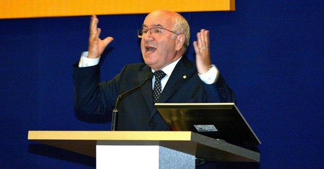 """Presidenza Figc, Pd vs Tavecchio dopo le frasi razziste: """"Faccia un passo indietro"""""""