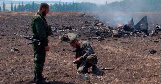 Ucraina, scontri sospesi: osservatori Osce raggiungono i resti dell'aereo abbattuto
