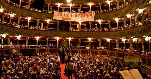"""""""Questo il futuro del teatro Valle"""". Ma Marino tiene nascosto il dossier"""