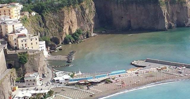 Sorrento e la costiera: carta igienica, pannolini e rifiuti in mare. Esposto Wwf