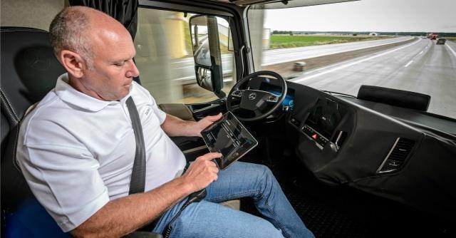 Mercedes, nel 2025 il tir a guida autonoma che reinventa la professione del camionista