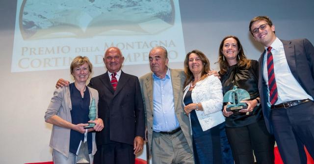 """Premio Cortina, Baresani vince con """"Il sale rosa dell'Himalaya"""". E pianta un albero"""