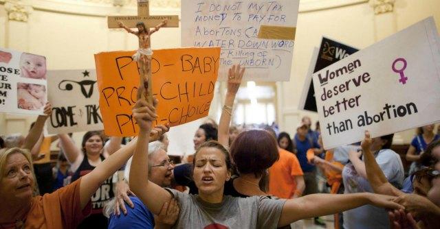 """Aborto, giudice in Texas 'condanna' le nuove leggi dello Stato: """"Limitano il diritto"""""""