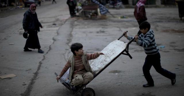 "Siria, Onu: ""L'Isis recluta  bambini di 10 anni. E ogni venerdì esecuzioni pubbliche"""