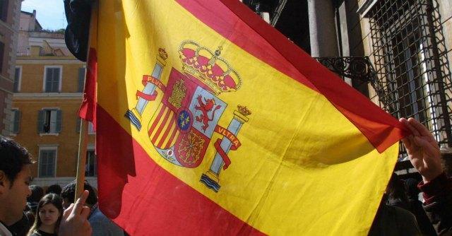 """Spagna, consigli antistupro del governo: """"Fischietti, tende chiuse e luci accese"""""""