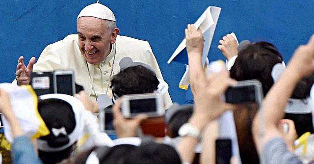 """Sinodo straordinario sulla famiglia, Papa Francesco: """"No a cupidigia dei cattivi pastori"""""""