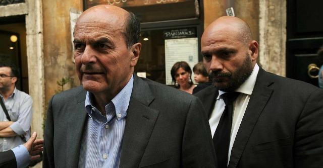 "Jobs act, Pd vs Renzi. Bersani: ""Intenzioni surreali"". Fi si astiene in Commissione"