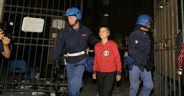 G8 di Genova, sospensione di pochi mesi per i funzionari di polizia condannati