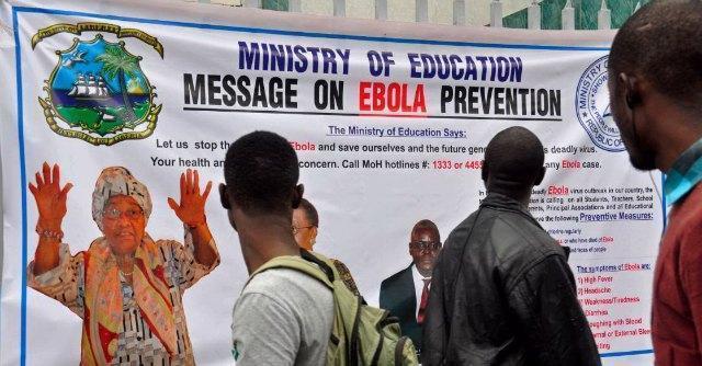 Ebola, ipotesi vaccino preventivo pronto entro il 2015. La Guinea chiude le frontiere