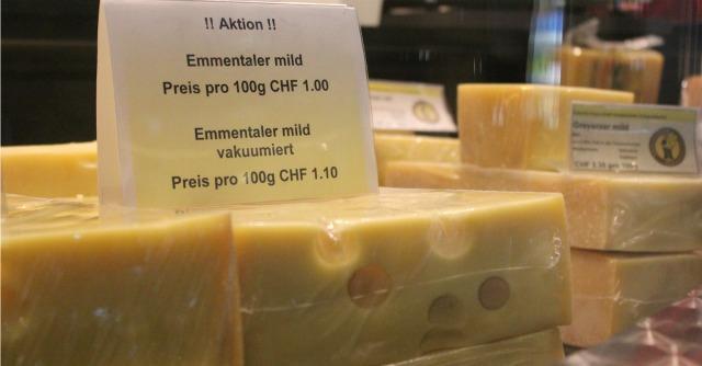 Sanzioni alla Russia, ora Mosca compra solo formaggio svizzero