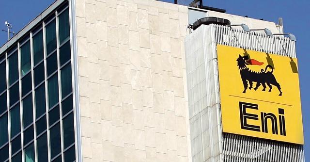 """Taranto, l'Eni potenzia la raffineria con l'ok della Regione. E ammette: """"Più emissioni"""""""