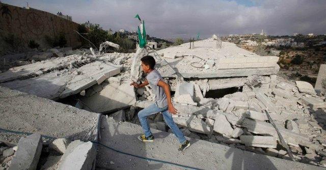 Gaza, altre 24 ore di tregua. Al Cairo si tratta su blocco della Striscia e disarmo di Hamas