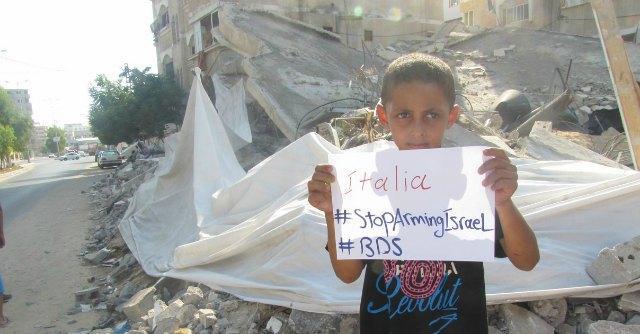"""Gaza, gli abitanti della Striscia lanciano l'appello all'Italia: """"Basta armi a Israele"""""""