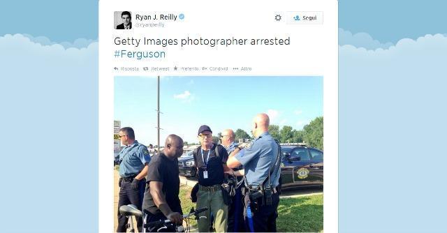 """Ferguson, stretta sui giornalisti: decine di arresti. Cina e Iran: """"Usa, paese illiberale"""""""