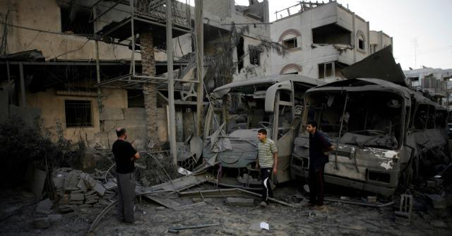 Gaza, raid israeliani: 20 morti, 4 sono bimbi. Razzi sull'aeroporto di Tel Aviv