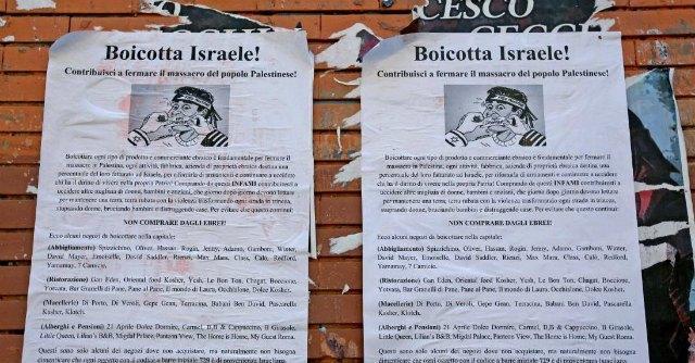 """Gaza, manifesti a Roma: """"Boicotta i negozi ebrei contro il massacro dei palestinesi"""""""