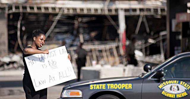 Usa, dopo il caso Ferguson gli Stati Uniti scoprono la militarizzazione delle proprie strade
