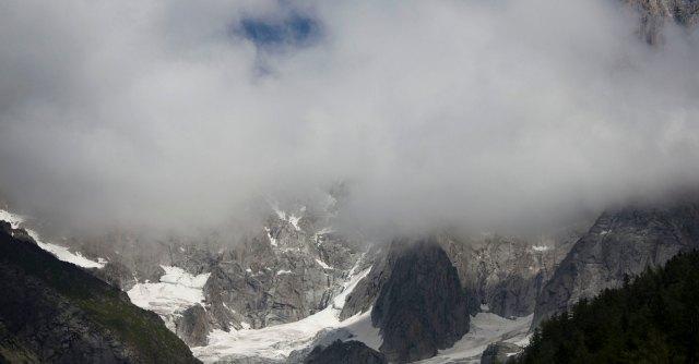 Valtellina, 4 alpinisti morti sul monte Disgrazia: sono precipitati in un crepaccio