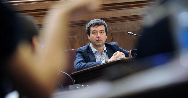 """Giustizia, no M5s al Pd: """"Ribrezzo patti con Fi"""". Renzi: """"Ma parlerebbero con terroristi"""""""