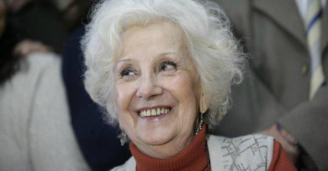 Argentina, nonna di Plaza de Mayo ritrova il nipote desaparecido dopo 35 anni