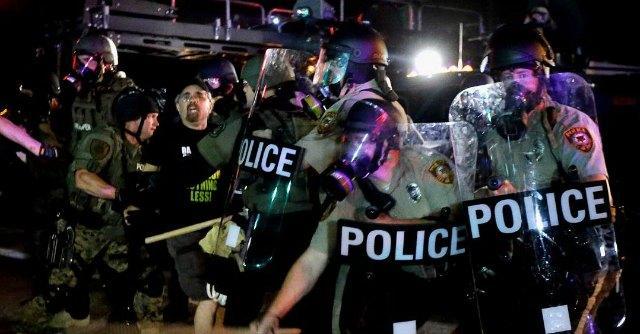 """Ferguson, un altro afroamericano ucciso da agente. """"23 anni, era armato"""""""