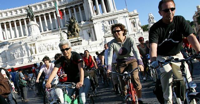 Biciclette: sì, vado contromano (e faccio il pelo alle vecchiette)