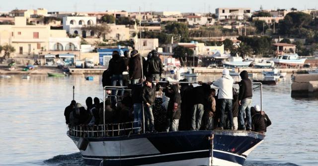 Naufragio Libia, 130 morti. Da Lampedusa avvistato barcone con centinaia di persone