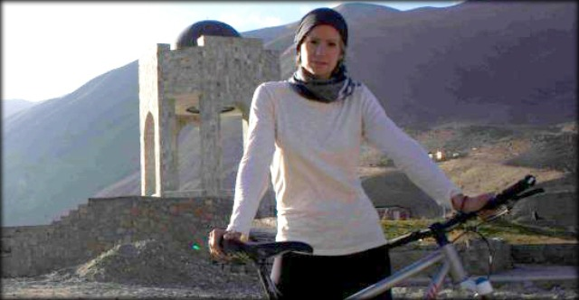 Shannon Galpin, l'allenatrice che su due ruote libera le donne afghane